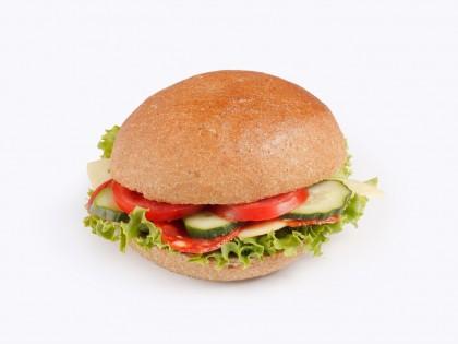 Ладен Сендвич ('Ржана лајбица, Путер, Кулен, Гауда, Патлиџан, Краставица, Марула)