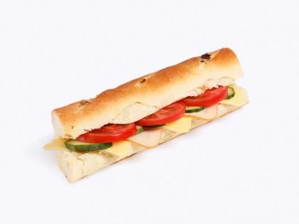 Ладен Сендвич (Багет со Кромид, Путер, Гауда, Пилешко Филе, Патлиџан, Краставица)