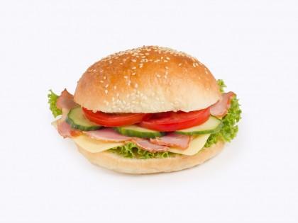 Ладен Сендвич (Хамбургер Лепче, Путер, Свински Врат, Гауда, Патлиџан, Краставица, Марула)