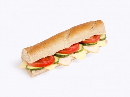 Ладен Сендвич ('Ржан Багет, Путер, Гауда, Пилешко Филе, Патлиџан, Краставица)